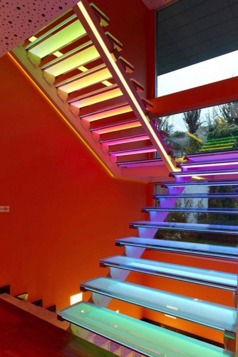 escaleras interior iluminacion LED ideas