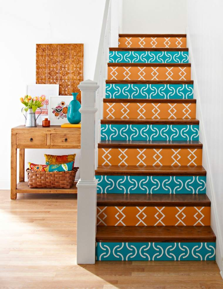 escaleras interior naranja azul ideas