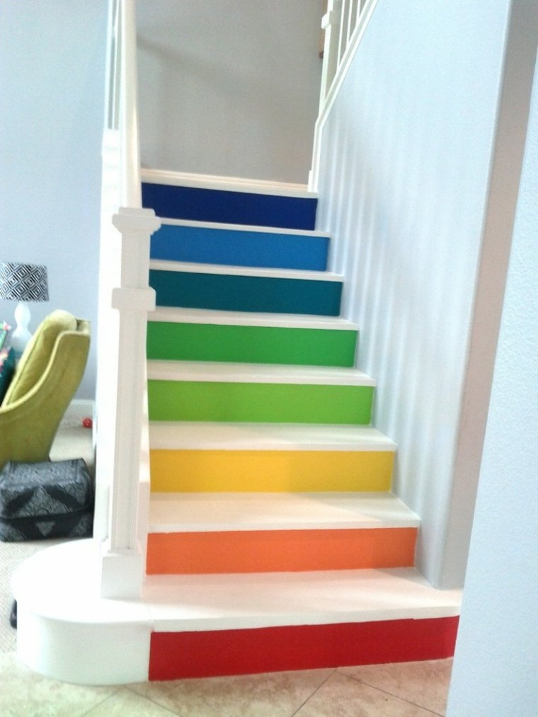 escaleras interior varios colores escalones ideas