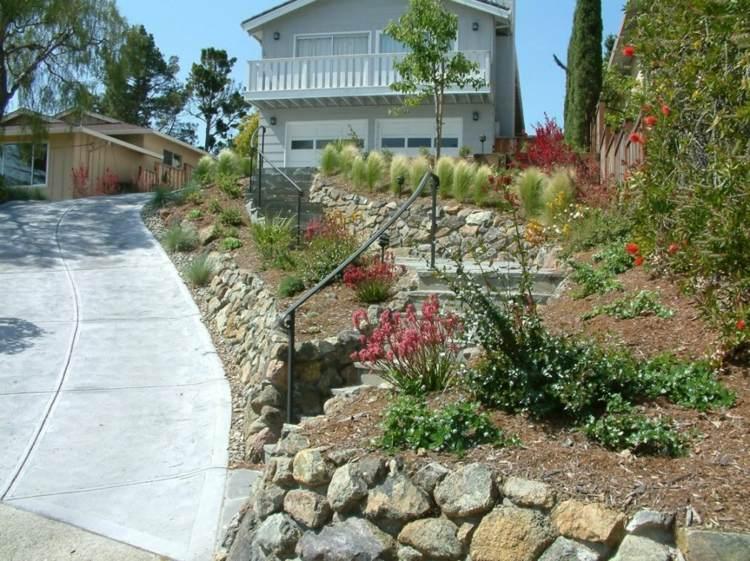 escaleras entrada jardín nivelado moderno