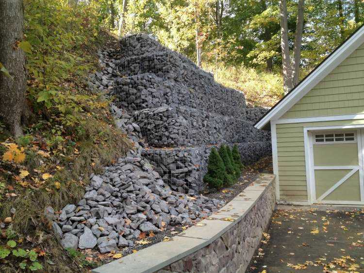 escaleras muro gavion jardin piedras