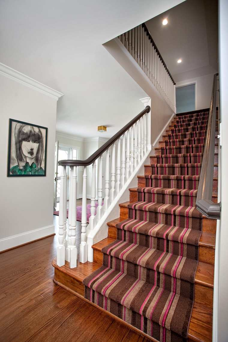 Escaleras de interior 74 dise os coloridos for Escaleras con alfombra