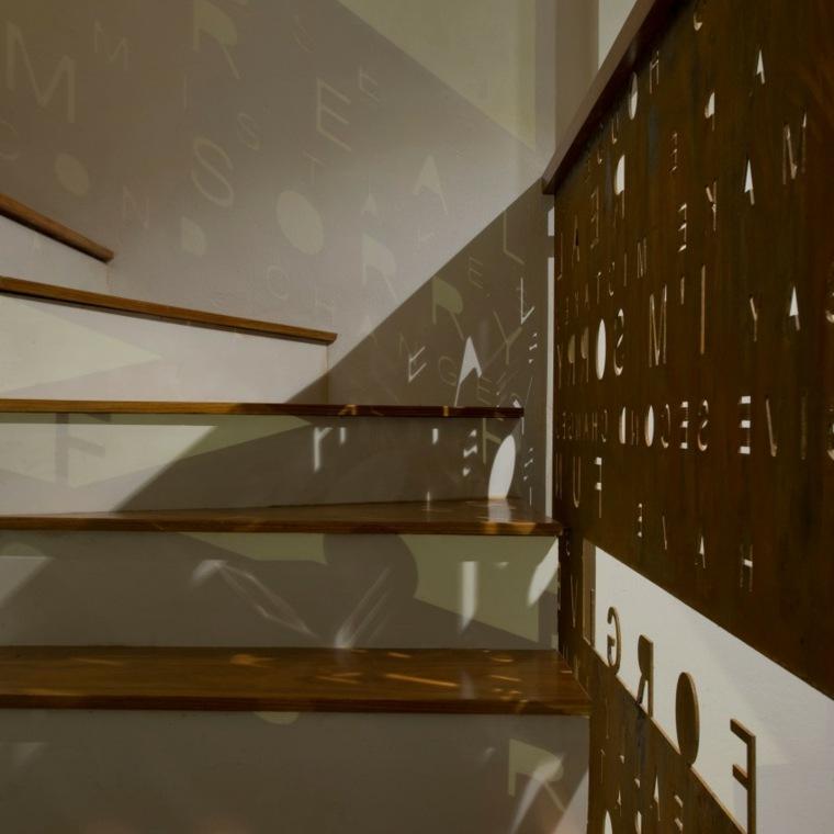 escalones blancos madera casa opciones barandilla ideas
