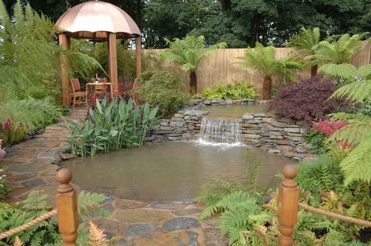 Estanques fuentes y cascadas 38 ideas para el jard n - Jardin con estanque ...