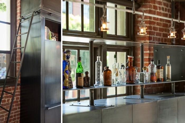 estantes bebidas sumos botellas escaleras