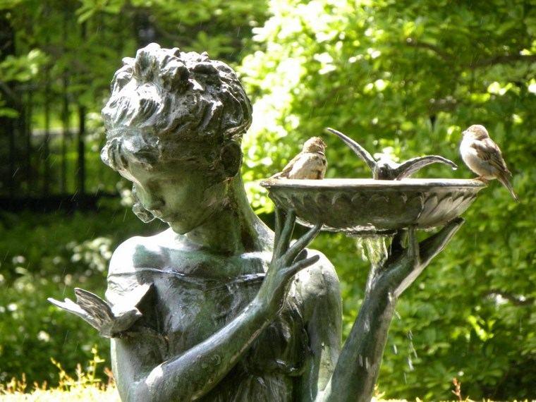 estatua jardin chica preciosa pajaros plato agua ideas