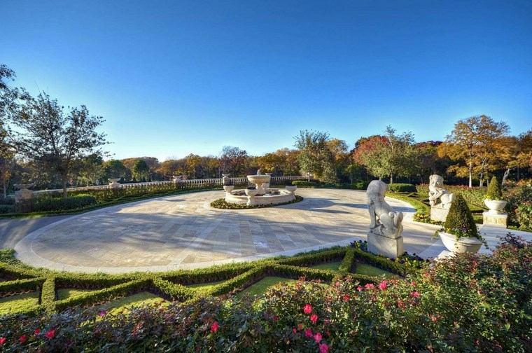 estatua jardin entrada espaciosa manision ideas