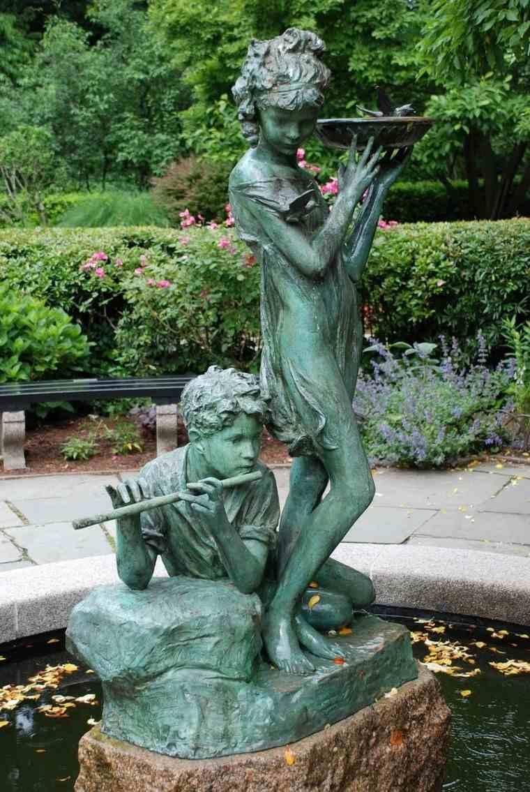 Estatua en el jard n 25 ideas para decoraci n exterior for Filtros para estanques de jardin