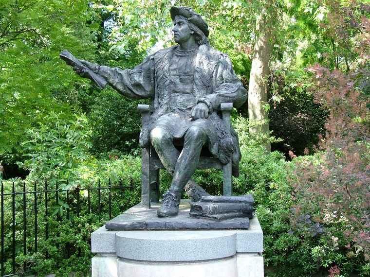 estatuas personajes historicos jardin ideas