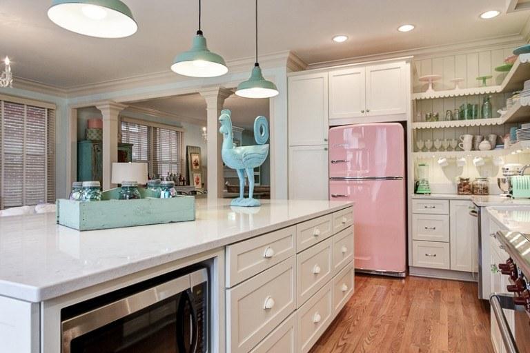 estupenda cocina frigorífico rosa