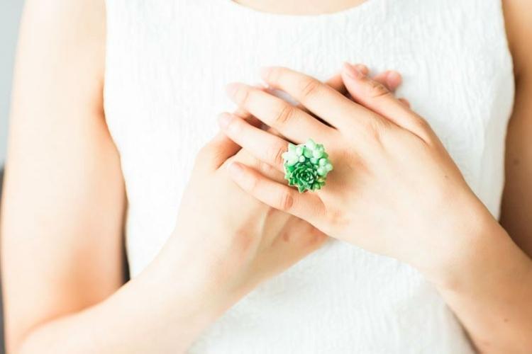 estupendo anillo forma flor