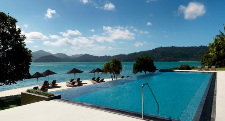 estupenda piscina infinita terraza