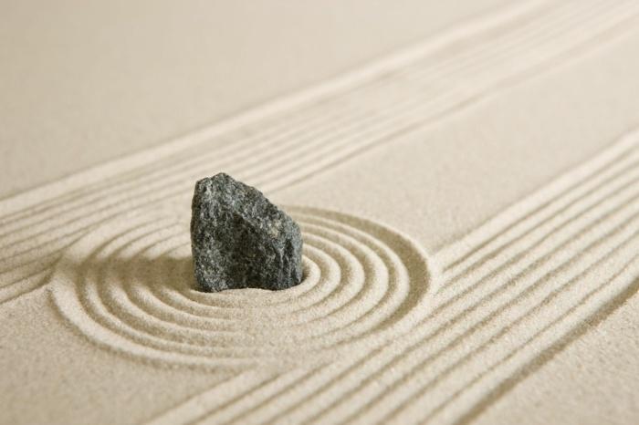 figuras rocas creaciones muebles lineas