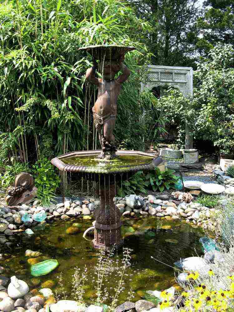 fuente figura nino estanque jardin ideas