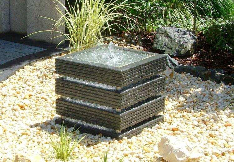 fuente forma cuadrada agua jardin piedras plantas ideas