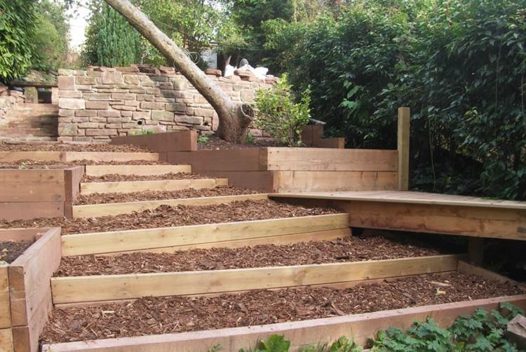 Jardines modernos con terrazas y gradas 50 dise os for Escalera de jardin de madera