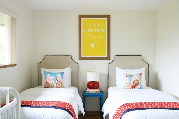 habitación moderna con dos camas