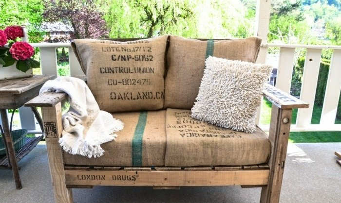 ideas creativas palets sofa jardin moderno