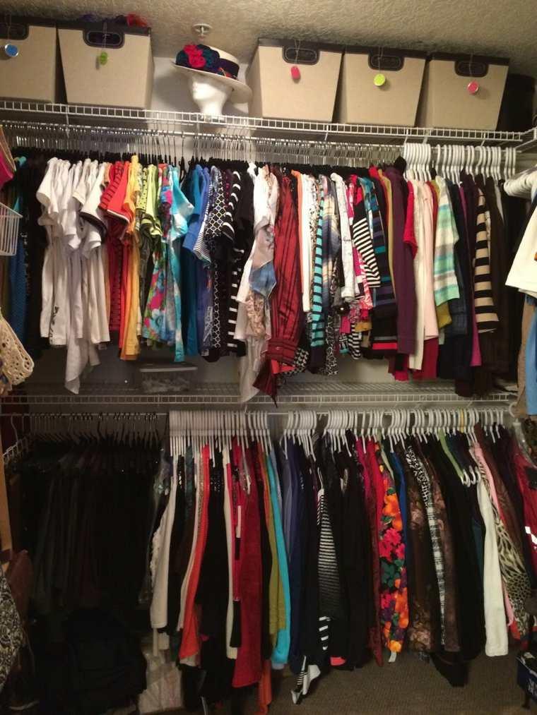 Organizar closet por colores ppi blog - Ordenar armarios de ropa ...