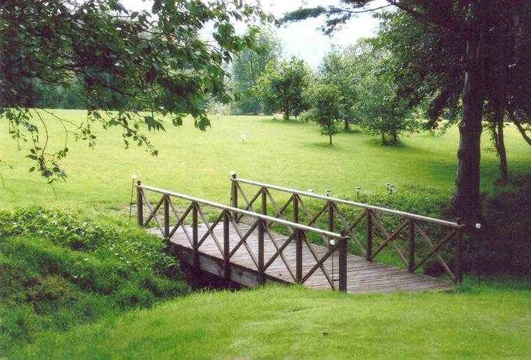 Puente en el jard n cincuenta y nueve ideas para - Diseno de paisajes y jardines ...
