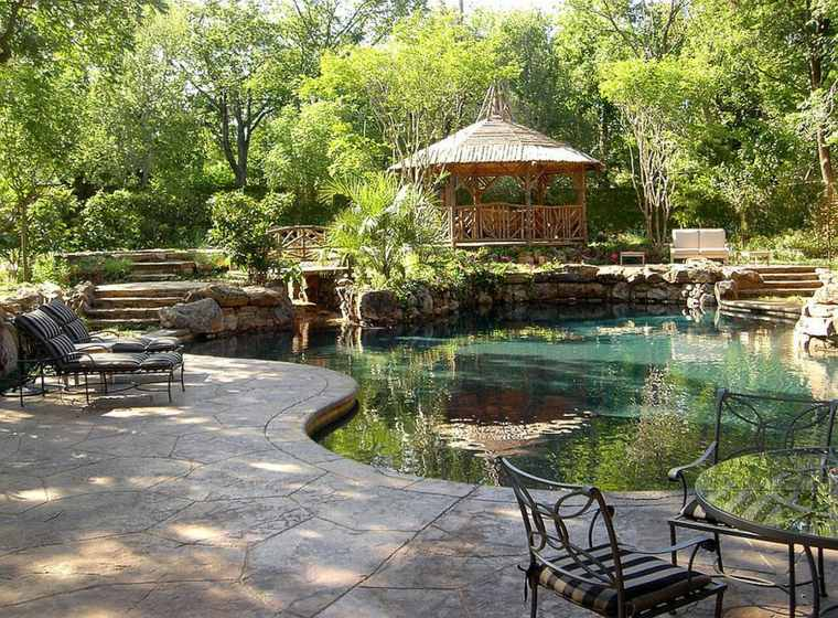 jardín lujoso estanque pérgola