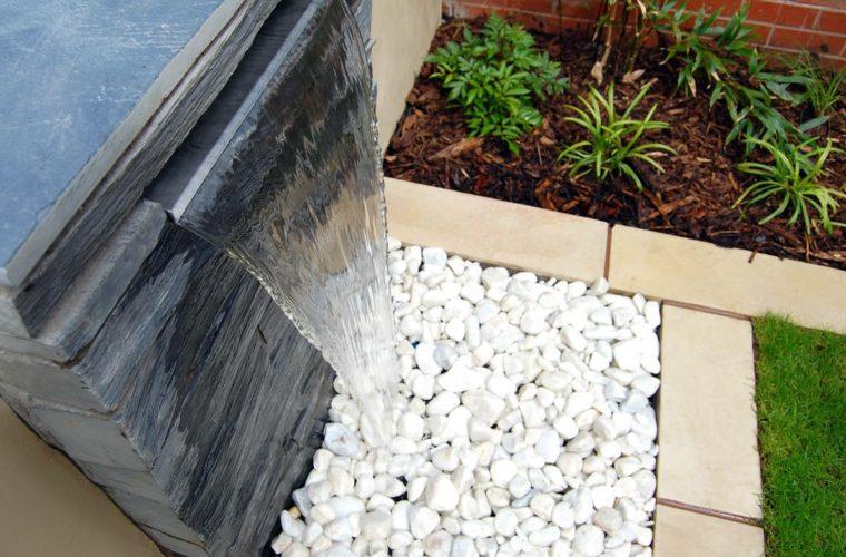 jardin diseno fuente baldos blancos agua ideas