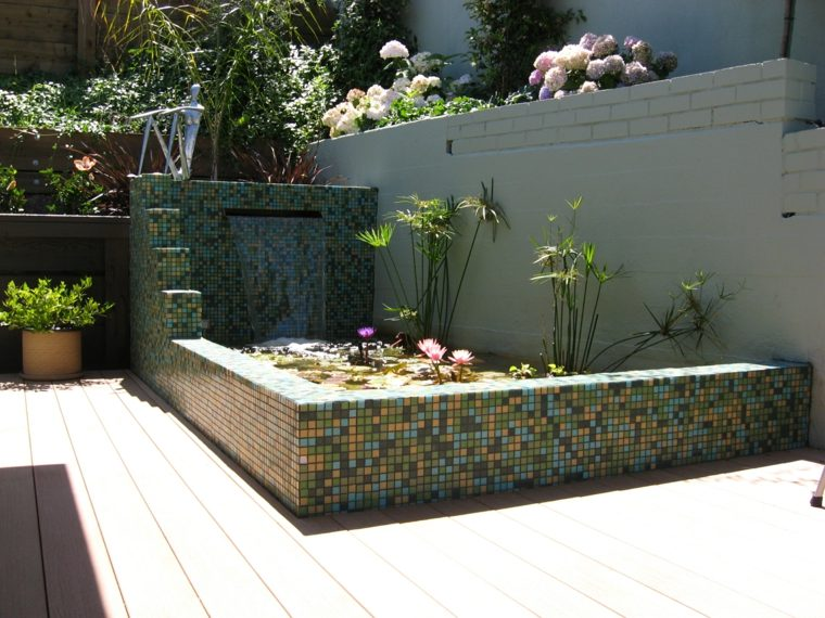 jardin diseno mosaico fuente colorida ideas