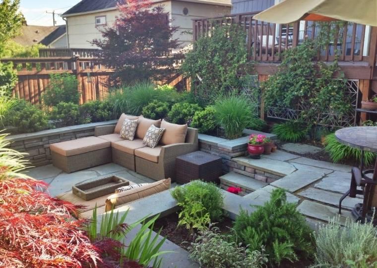 jardin dos niveles plantas muebles rattan ideas