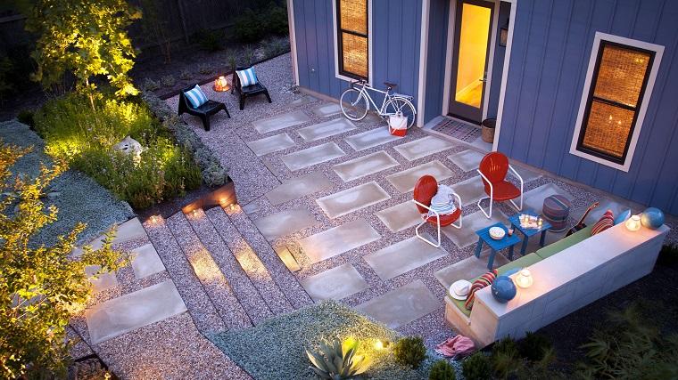 jardin entrada piedras muebles coloridos ideas