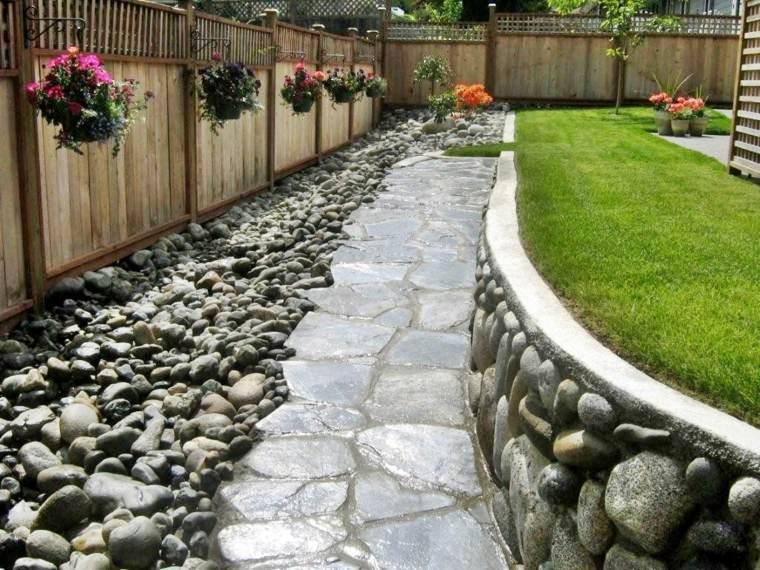 jardin piedra cesped niveles rustico ideas