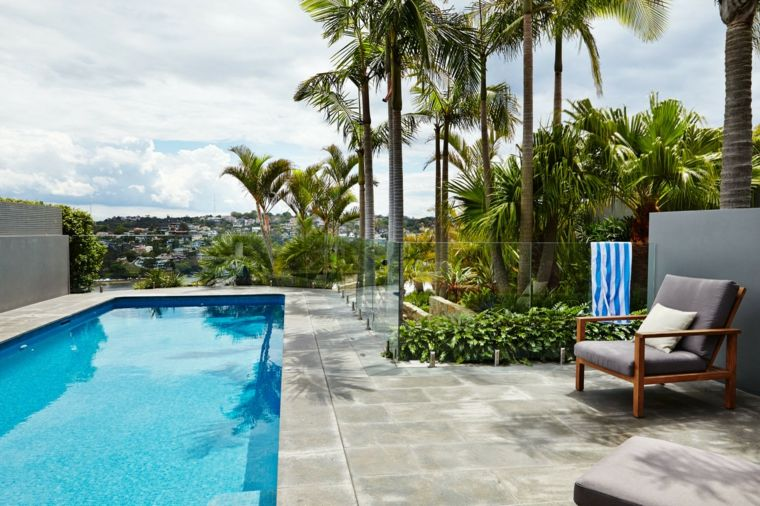 jardin piscina diseno tropical valla cristal ideas