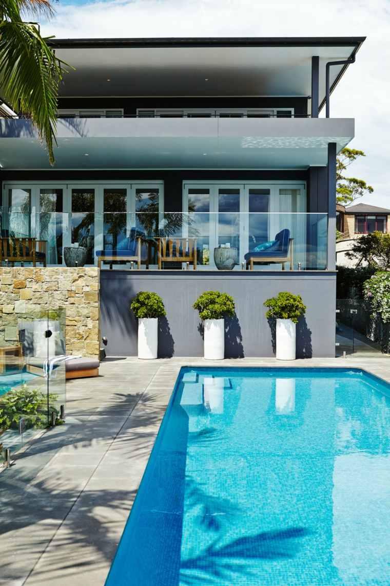 jardin piscina macetas blancas opciones ideas