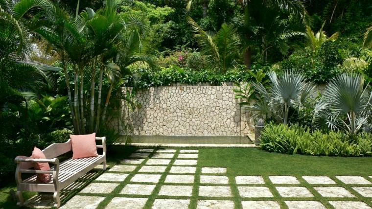 jardin trasero estanque grande losas cesped ideas