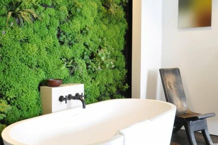 jardin vertical baño moderno