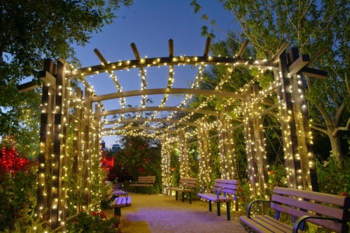 jardines luminarias sala bancos madera pergola