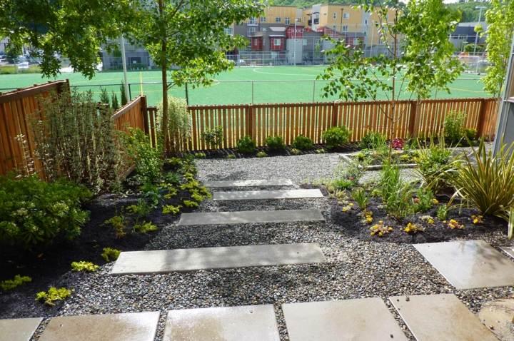 Jardines mantenimiento y cuidados de los dise ados con for Jardines pequenos con grava