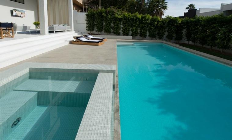 Jardines modernos con piscina 50 dise os radiantes for Modelos de piscinas modernas
