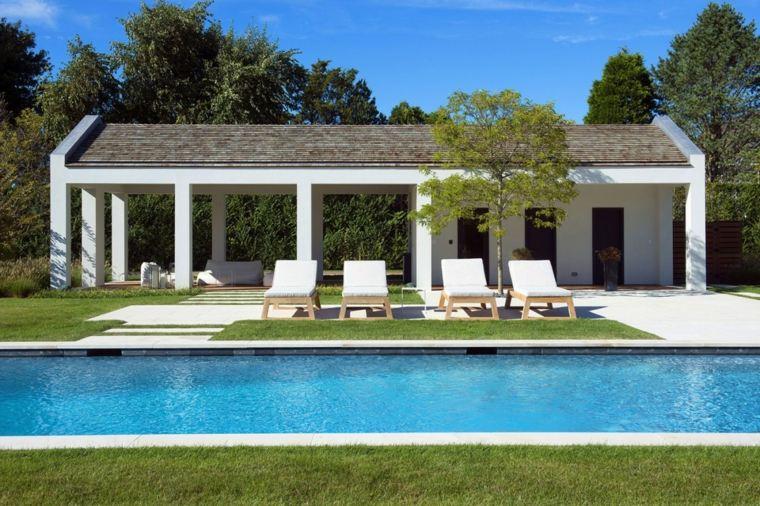 jardines modernos con piscina tumbonas casa ideas