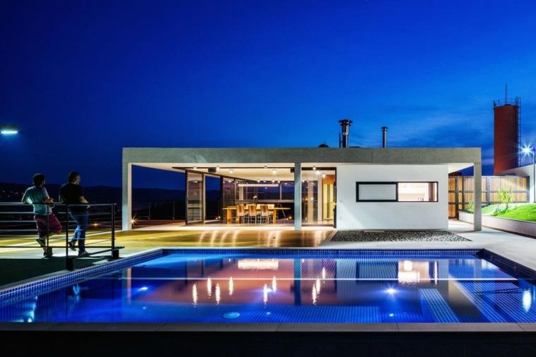 jardines modernos piscina iluminada ideas