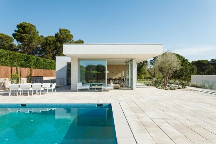 jardines-modernos-piscina-suelo-losas