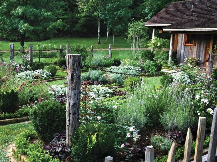 jardines rusticos columnas madera cadenas oxidadas ideas