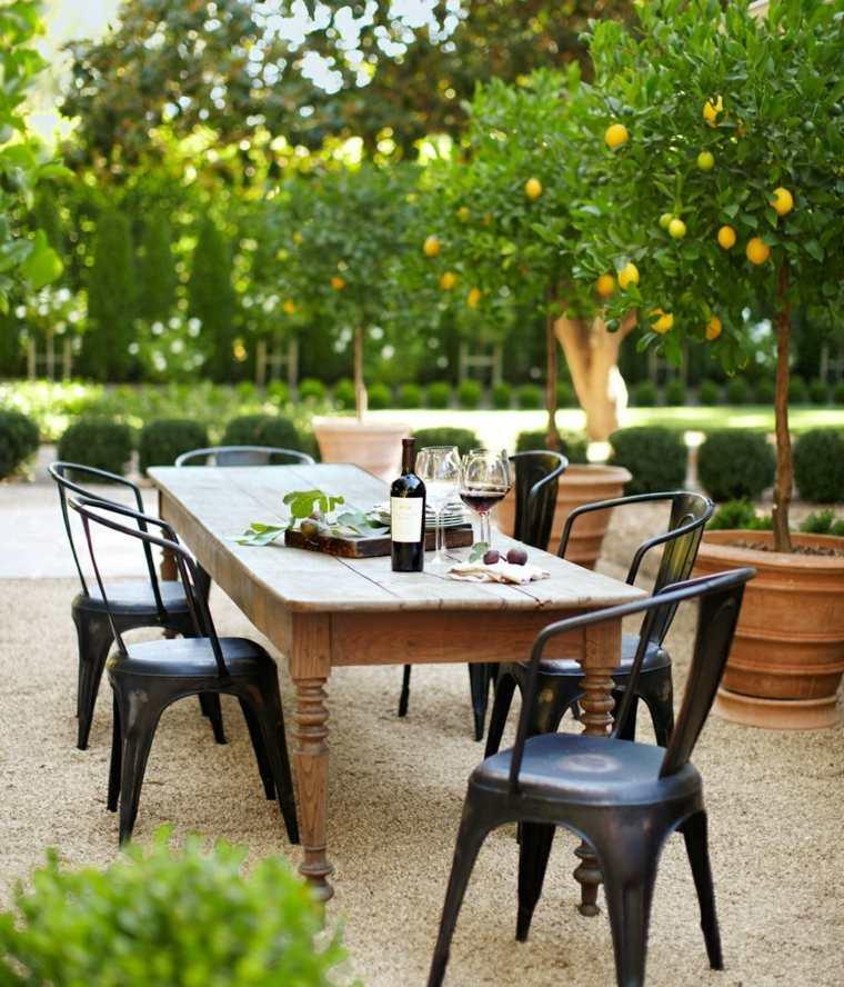 lugar comidas sillas negras mesa madera limoneros ideas