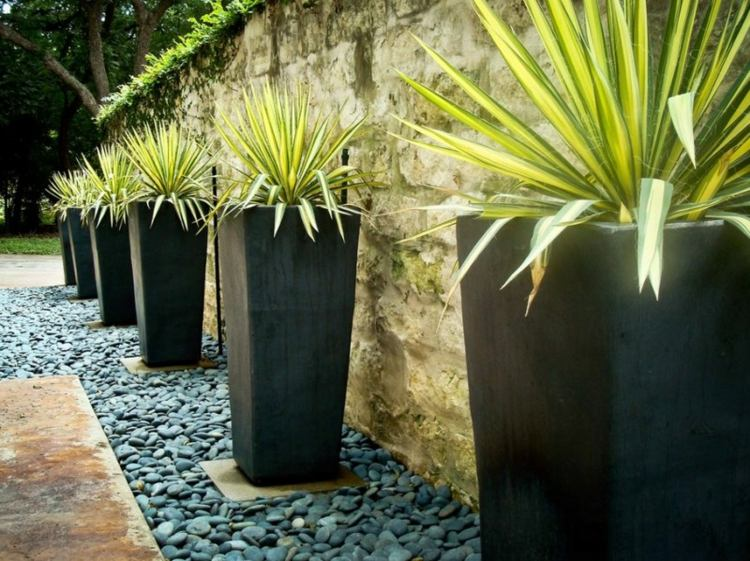 maceteros modernos piedras deco jardin