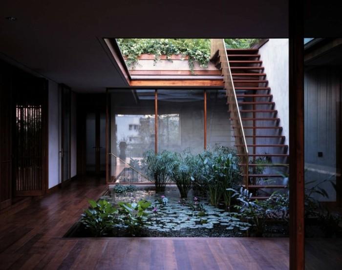 El agua en los diseños de estanques para interiores y exterior. -