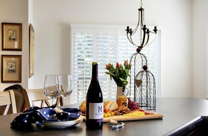 mesa centro primavera vino jarron tulipanes ideas