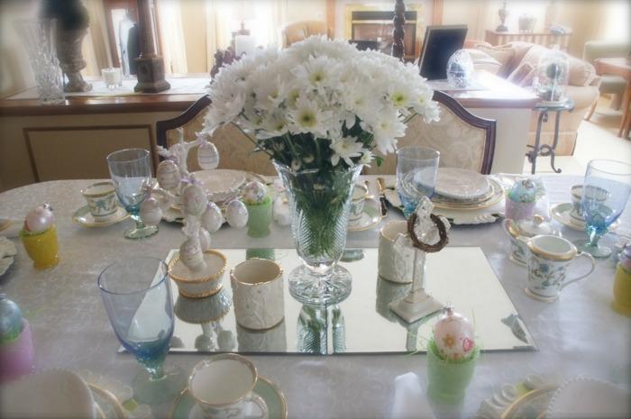 mesa dulce centro primavera espejo jarron flores blancas ideas