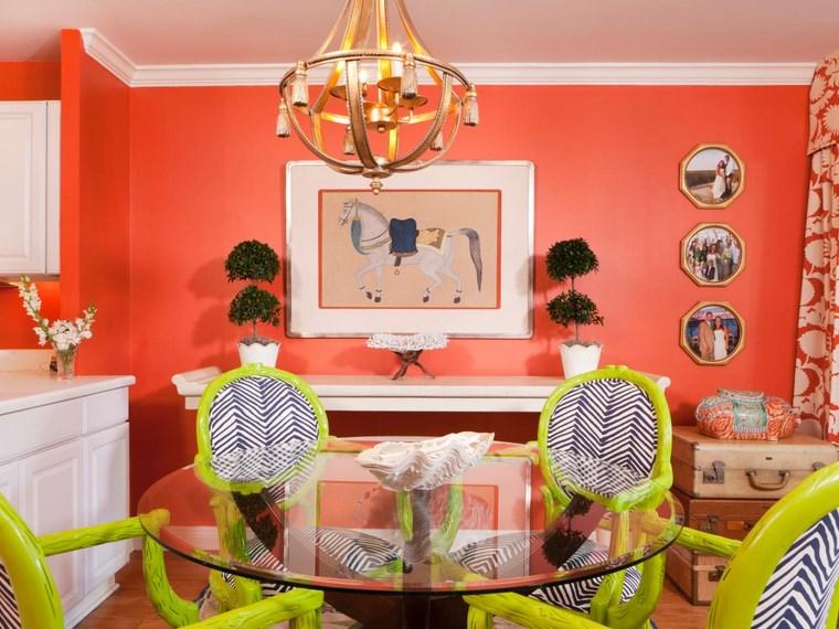 mezcla de colores vivos comedor rojo sillas verdes ideas