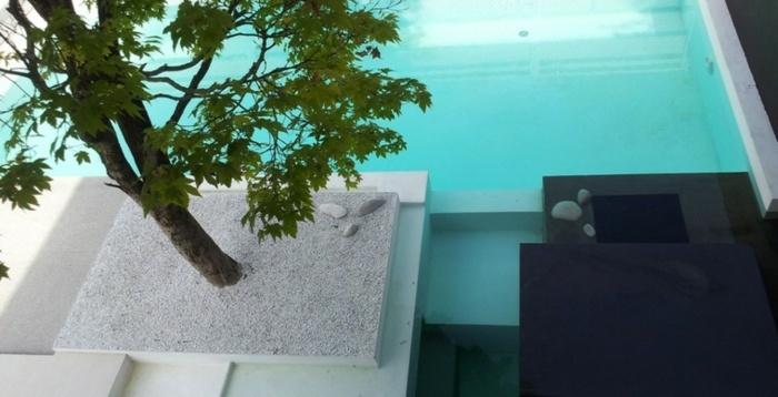 mini jardin zen piscina agua laterales