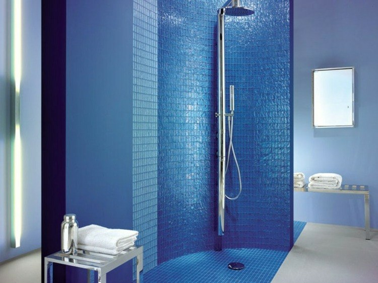 mosaico baño color azul intenso
