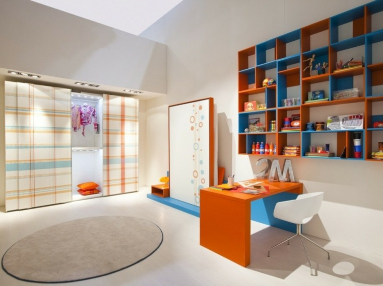 mueble estantes color azul naranja